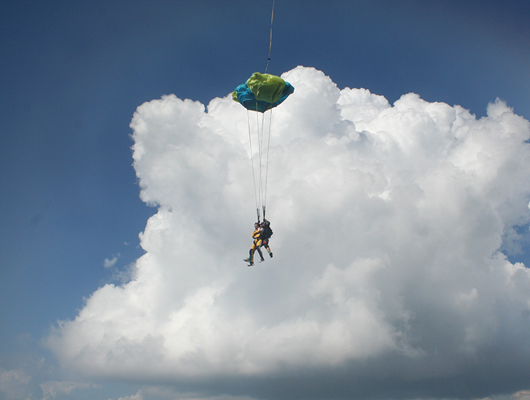 15, 16, 17 июня совершаем прыжки с парашютом