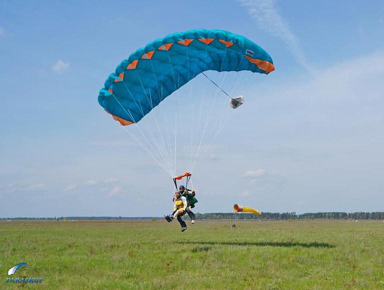 Прыжки с парашютом в Киеве на аэродроме Чайка