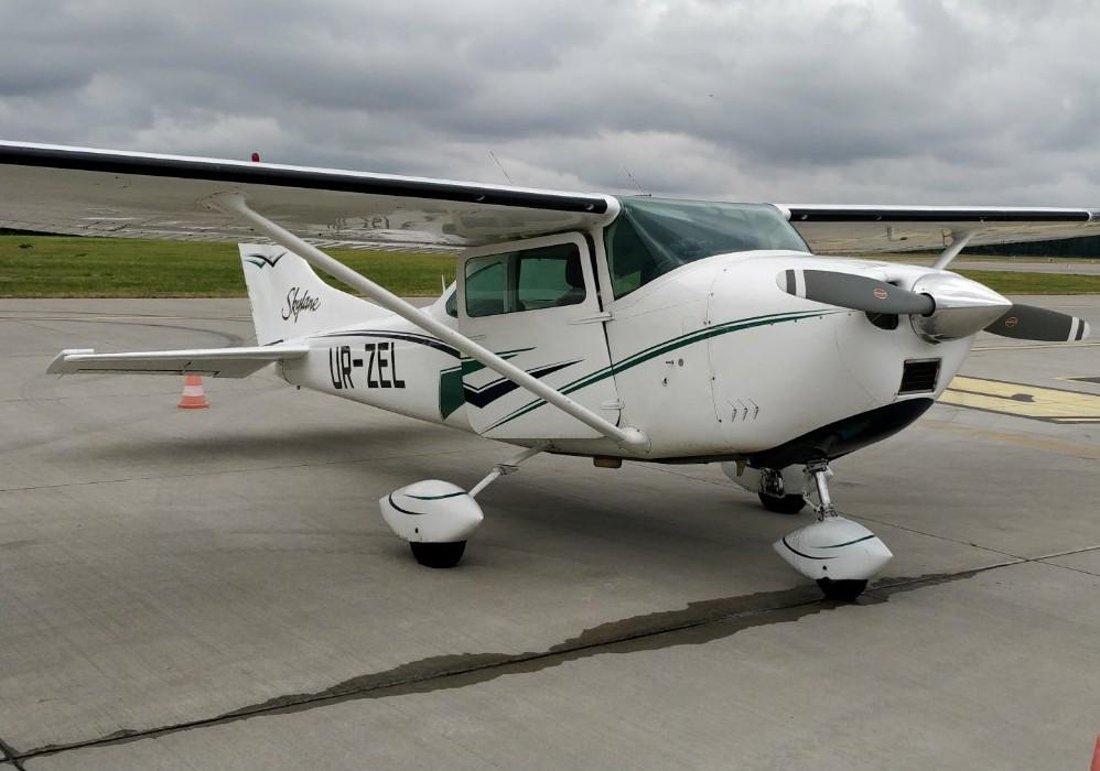 Flight by plane in Kiev at Chaika Airfield